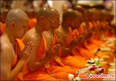 A true monk must be peaceful in action